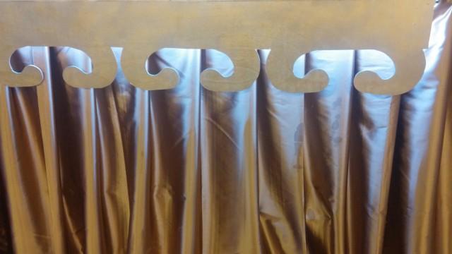 קרניז גב שולחן